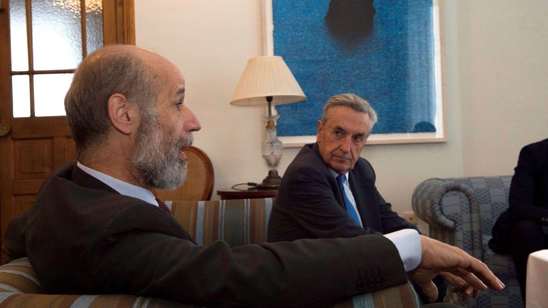 El secretario de Estado de Energía, José Domínguez Abascal (i), junto al presidente de la Comisión Nacional de los Mercados, José María Marín Quemada (d). (EFE)
