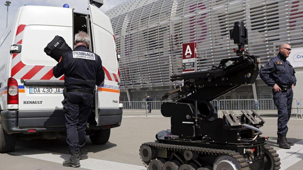 Foto: Guardia Civil y Policía colaborarán con sus compañeros especialistas en desactivación de explosivos durante la Eurocopa. (EFE)