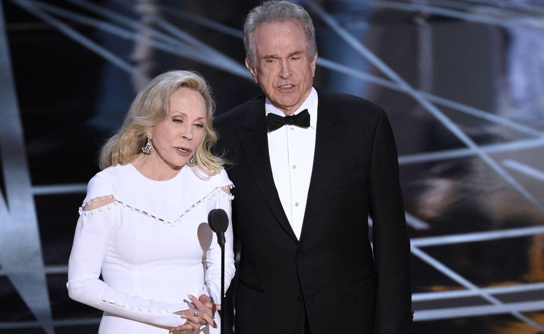 Foto: Faye Dunaway y Warren Beatty al anunciar la mejor película (Gtres)