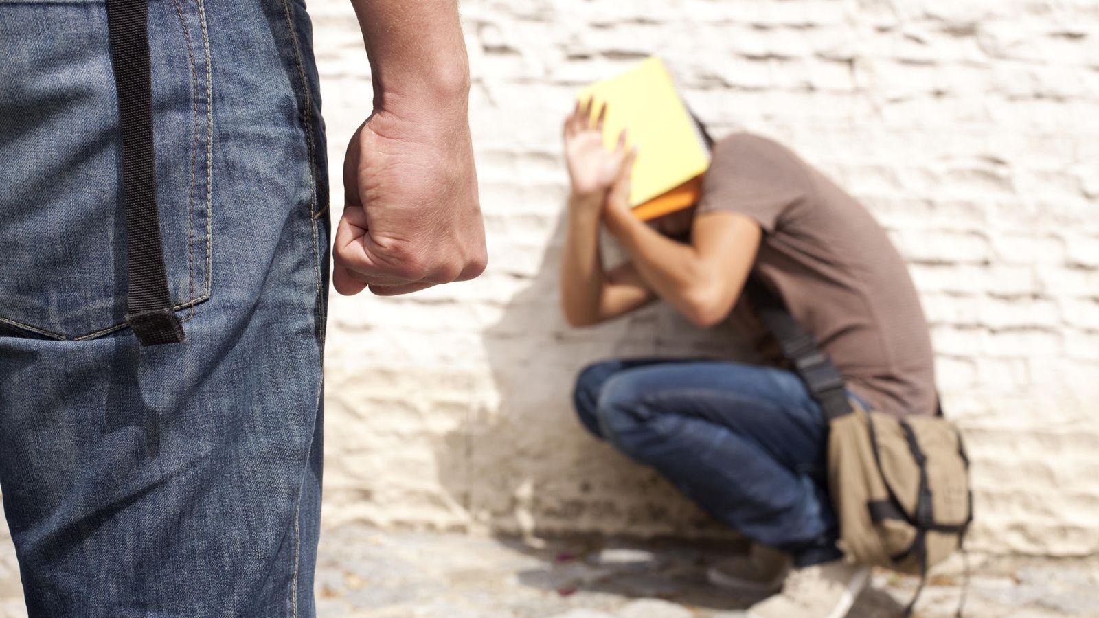 Foto: Muchos niños viven con miedo a ir al colegio por los abusos de sus compañeros. (iStock)