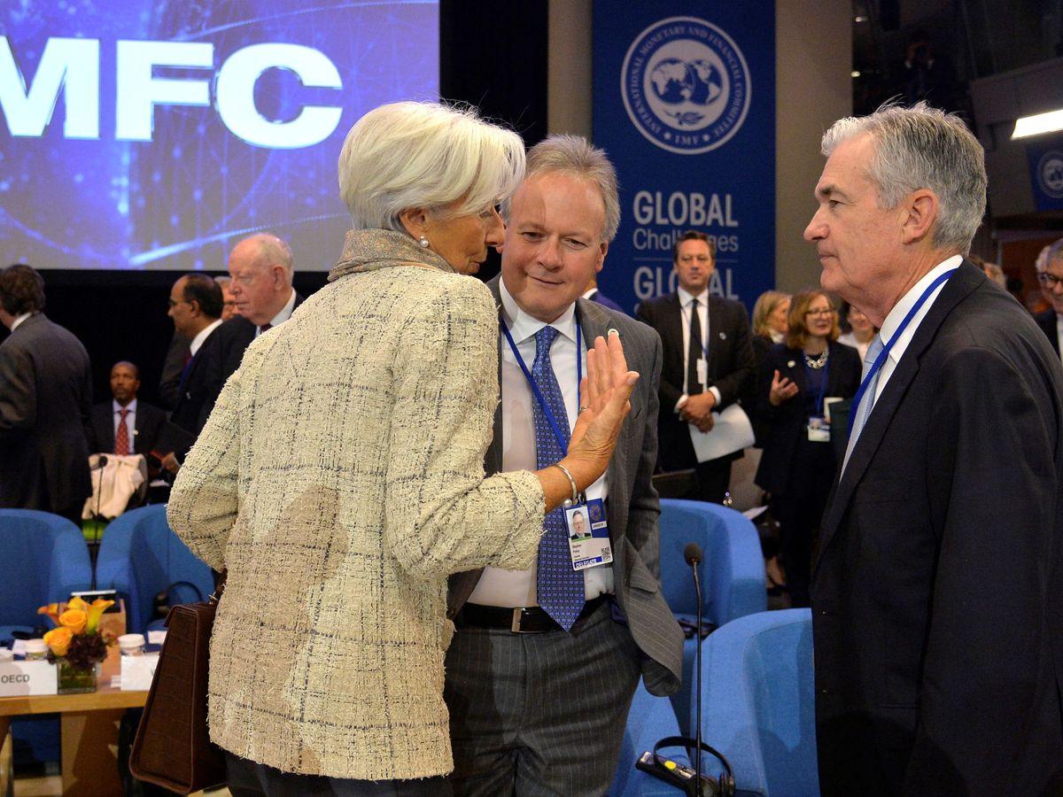 Foto: La presidenta del BCE, Christine Lagarde, habla con su homólogo en la Fed, Jerome Powell (d). (Reuters)