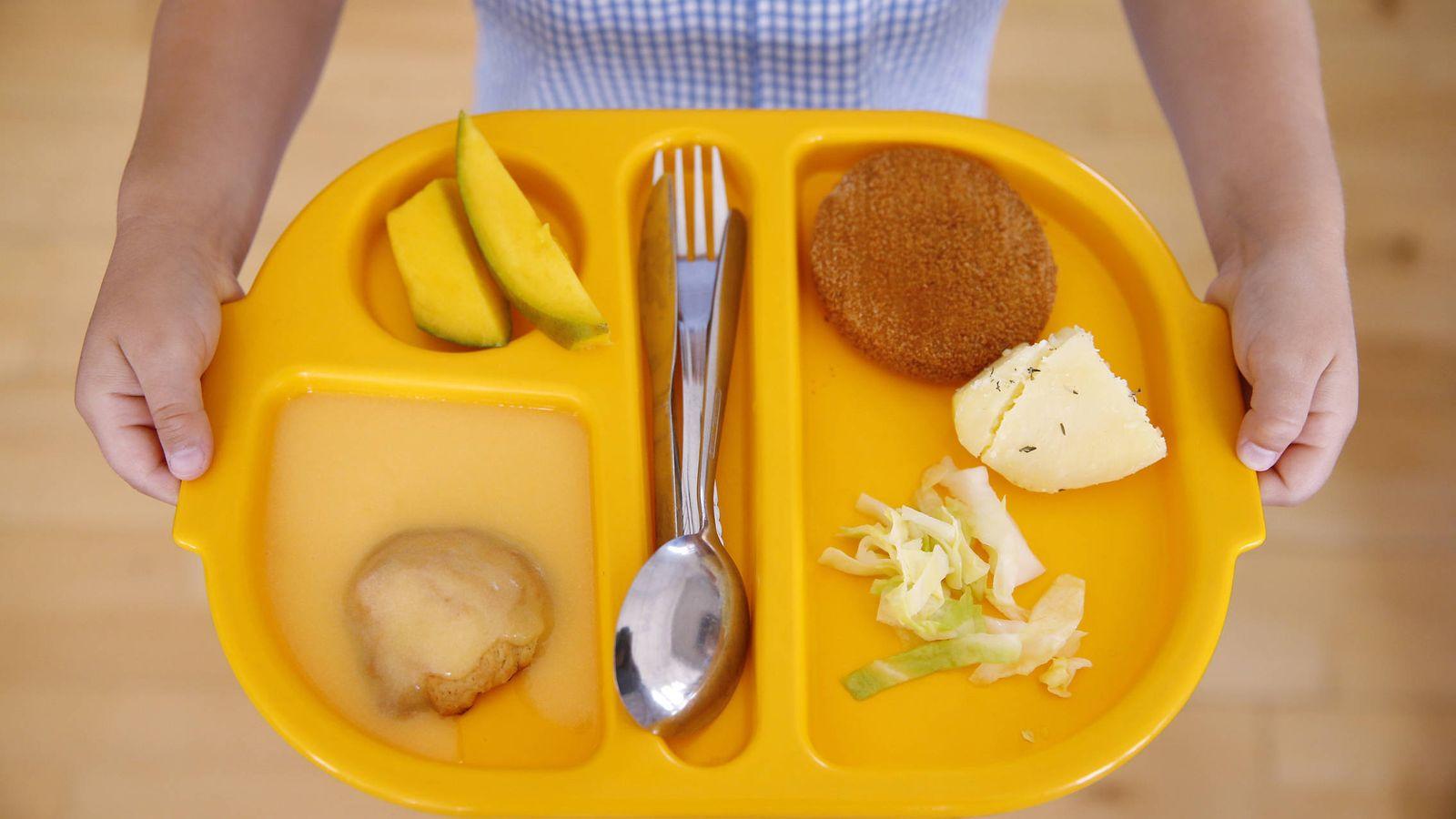 Retraso crónico de las becas comedor: Es la única comida caliente ...