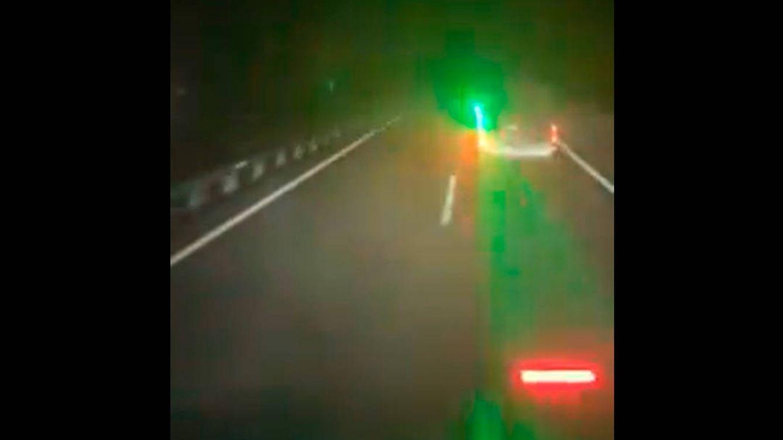 Denunciado por deslumbrar con un puntero láser a un camionero en la autovía