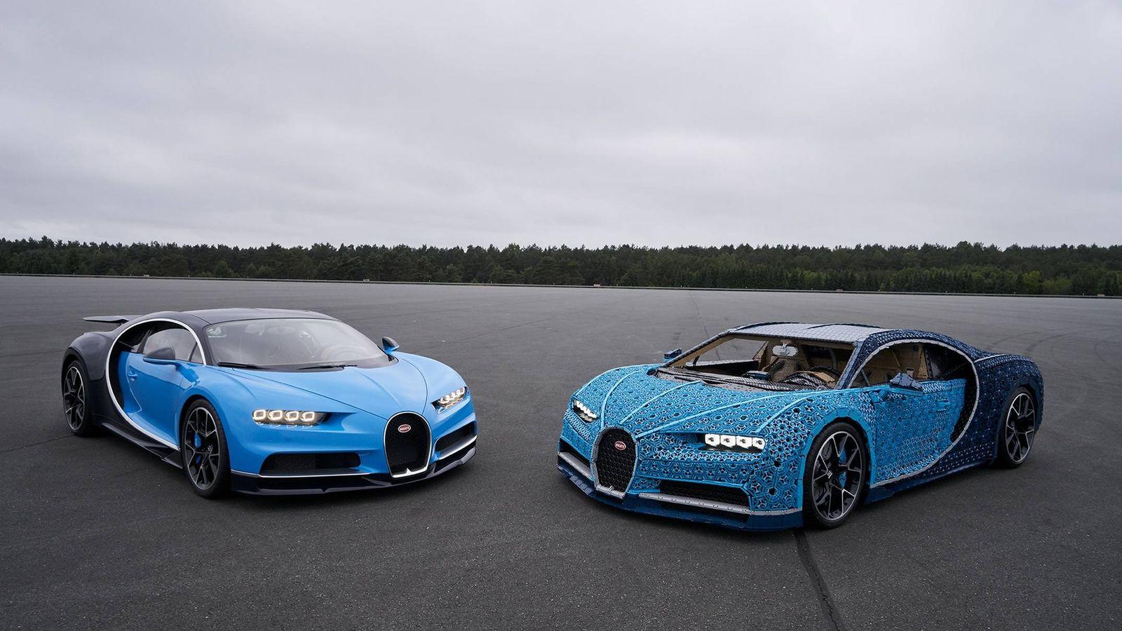 Foto: El Bugatti de Lego, a la derecha, junto a un Chiron original muestran un aspecto muy similar.
