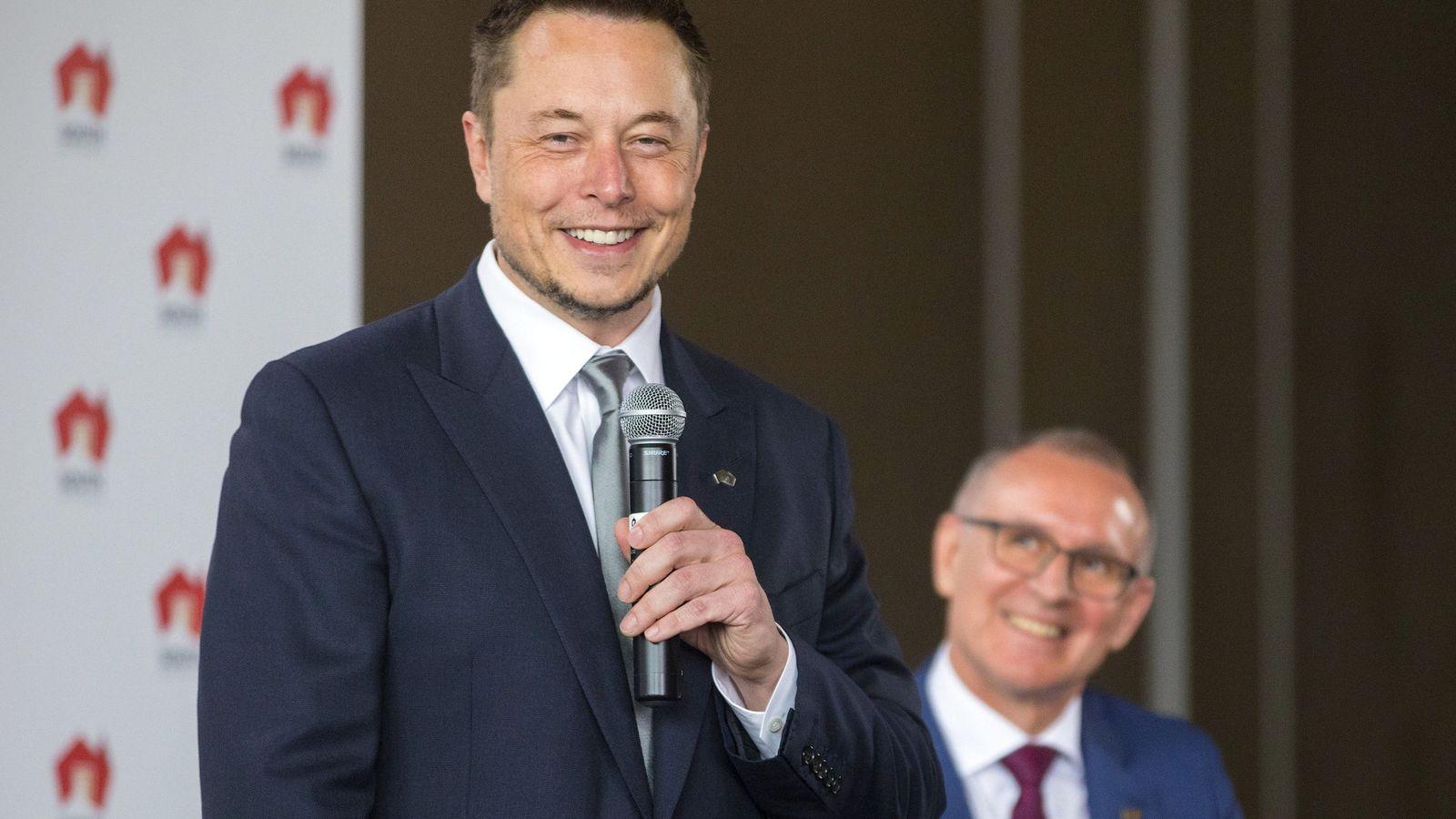 Foto: El CEO de Tesla y Jay Weatherill, presidente de Australia Meridional (Reuters)