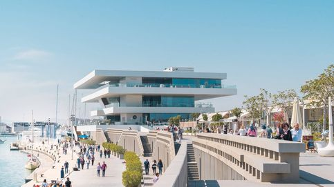 La Marina de Valencia revoca los permisos para ampliar sus terrazas a los locales que permitieron masificación