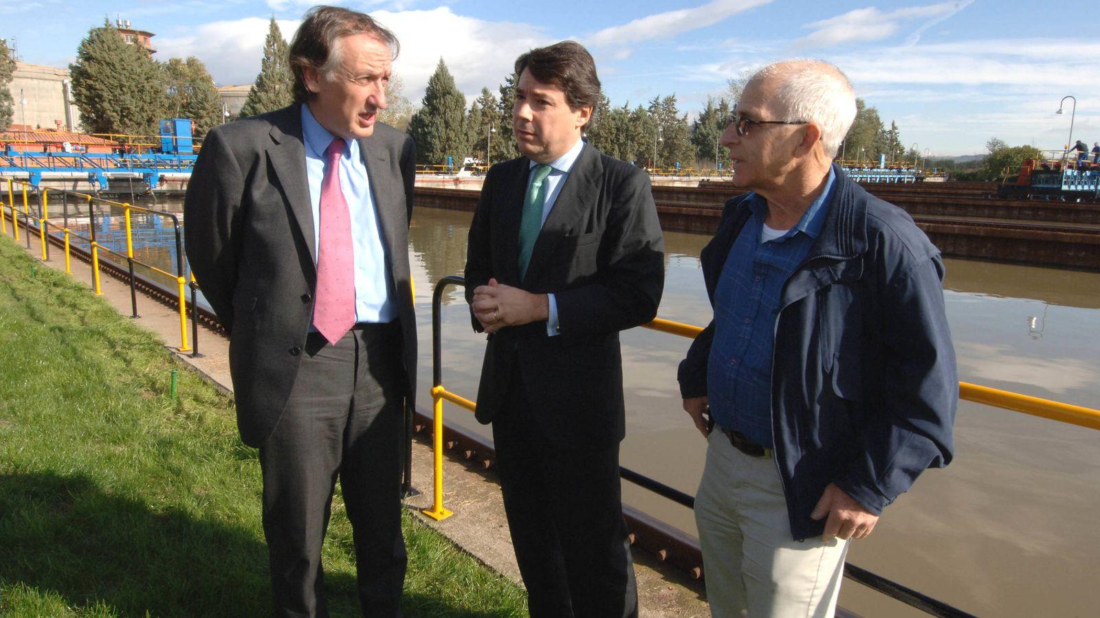Foto: Ildefonso de Miguel (a la izquierda) junto a Ignacio González, en una foto de archivo.