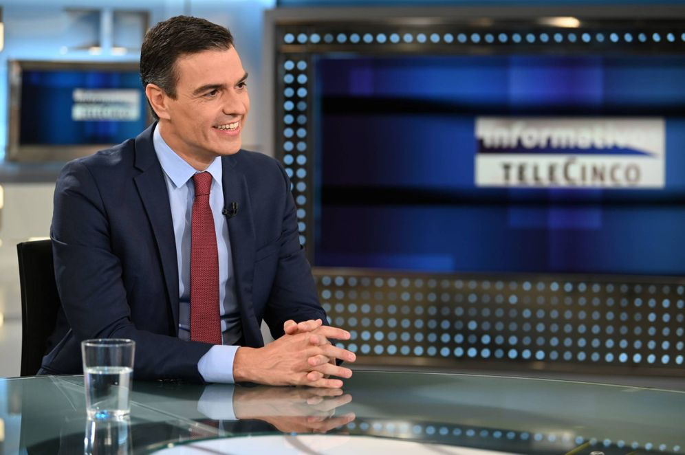 Foto: Pedro Sánchez, este 27 de julio durante la entrevista con Pedro Piqueras en 'Informativos Telecinco'. (Borja Puig   Moncloa)