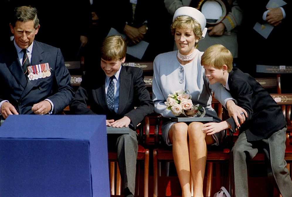 Photo: Carlos and Diana with their children. (Reuters)