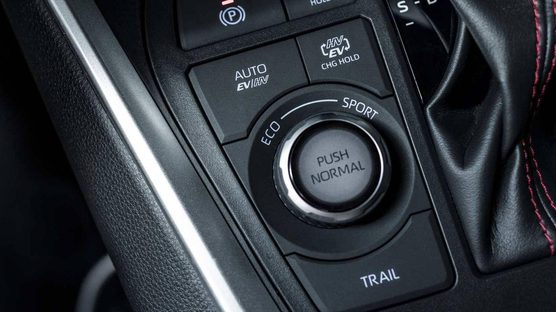 Selector de modos de conducción junto a la palanca de cambios.
