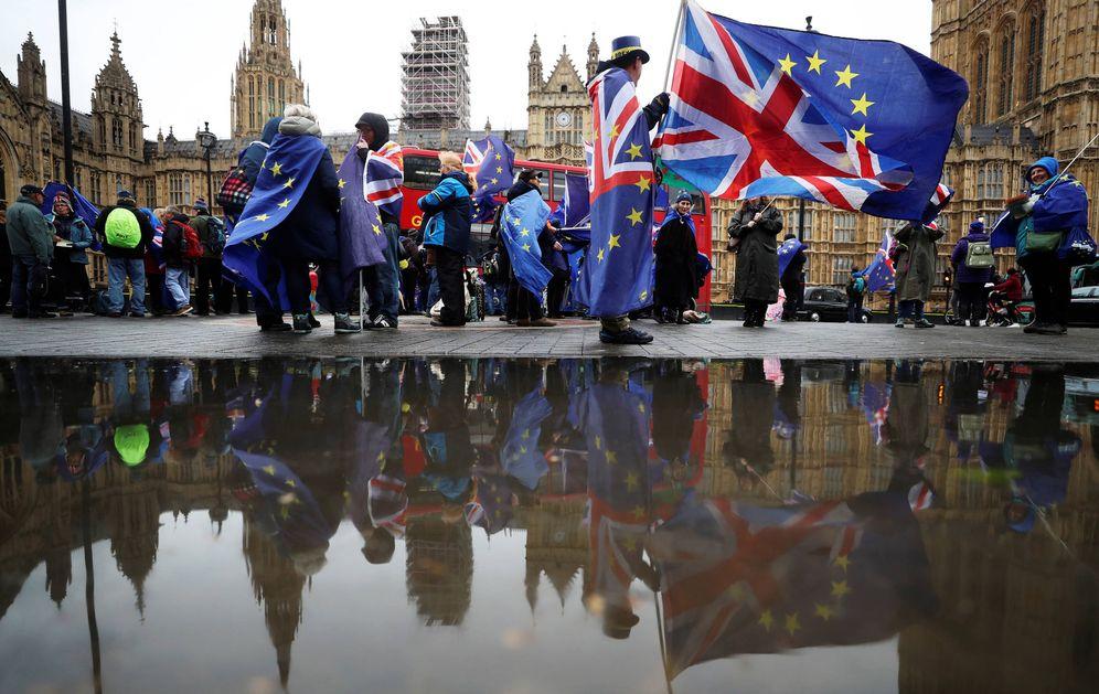 Foto: Manifestantes antiBrexit durante una protesta ante el Parlamento británico, en Londres, el 30 de abril de 2018. (Reuters)
