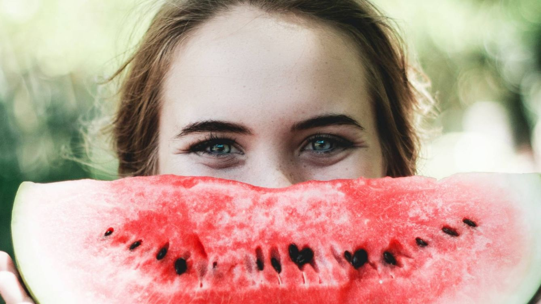 Beneficios para tu piel que aún no conoces de las frutas de verano (como el melón y la sandía)