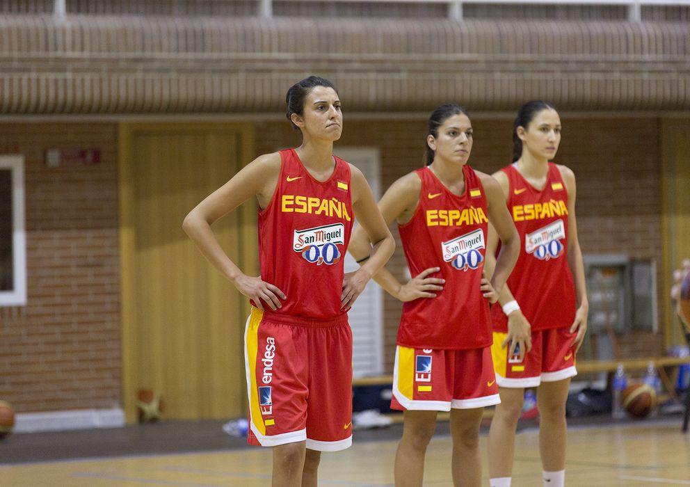 Foto: Alba Torrens (primera por la izquierda) será uno de los referentes. (Foto: FEB)