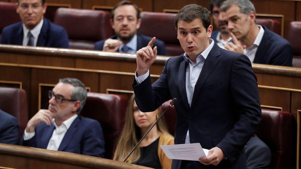 Foto: El líder de Cs, Albert Rivera, durante su intervención en la sesión de control al Gobierno en el Congreso de los Diputados. (EFE)