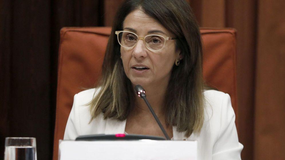 Foto: La 'consellera' de Presidencia, Meritxell Budó, en el Parlament. (EFE)