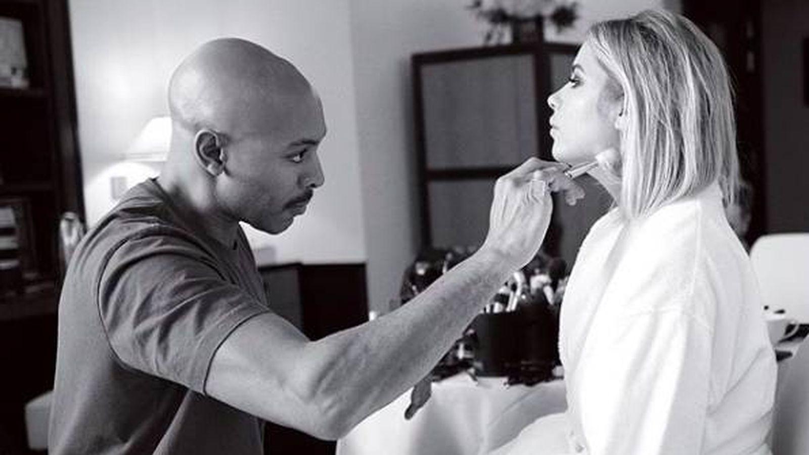 Foto: El maquillador Sir John con la actriz Ashley Benson. (Instagram)