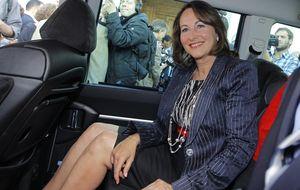 La ex de Hollande visita a Trierweiler y éste le envía flores al hospital