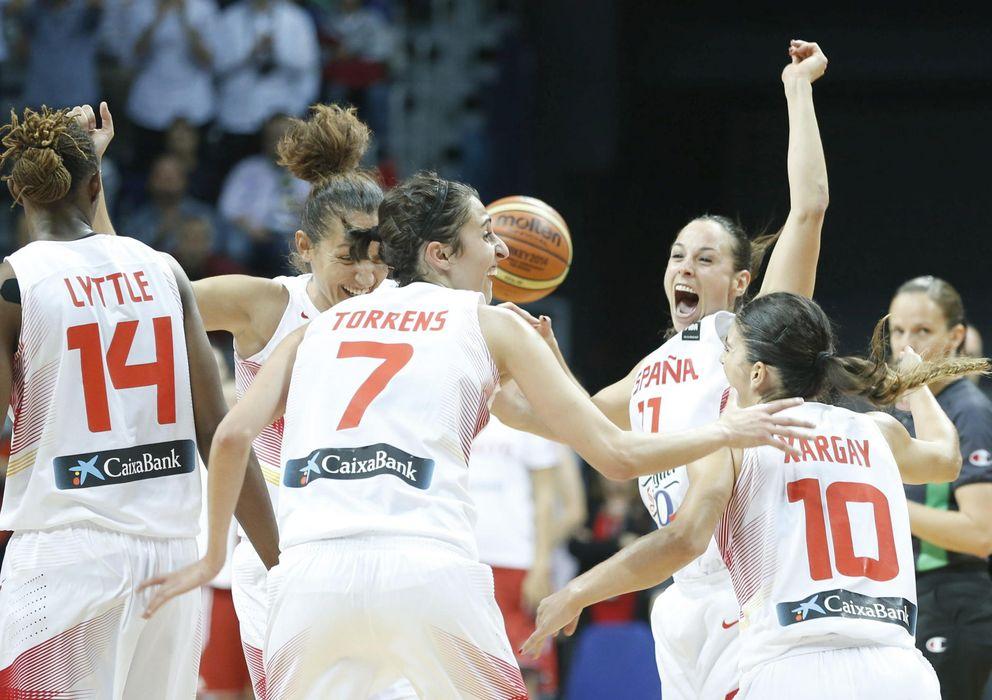 Foto: Las jugadoras de la selección celebran el pase a la final.
