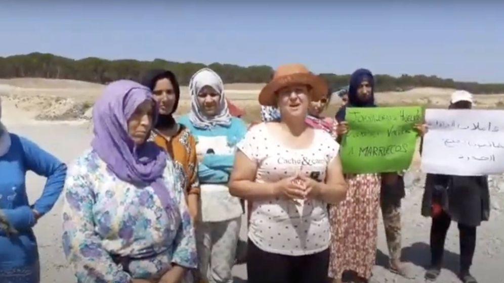 Foto: Varias de las temporeras atrapadas, en un vídeo.