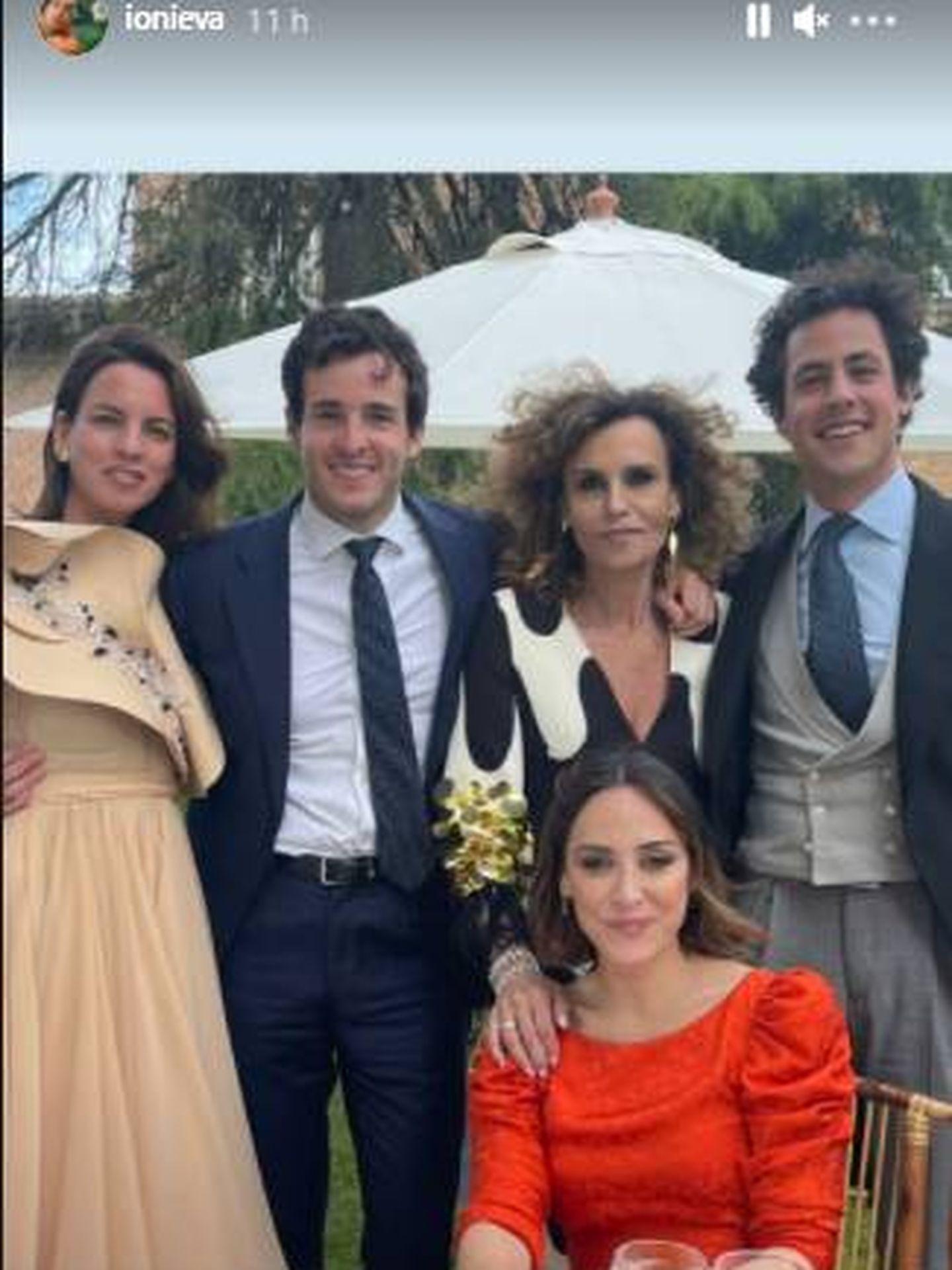 Tamara Falcó e Íñigo Onieva durante la boda a la que han asistido juntos. (IG)
