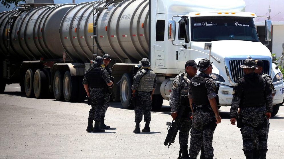 Foto: Grupos de efectivos del mando único realizan un operativo de búsqueda del hijo del Chapo. (EFE)