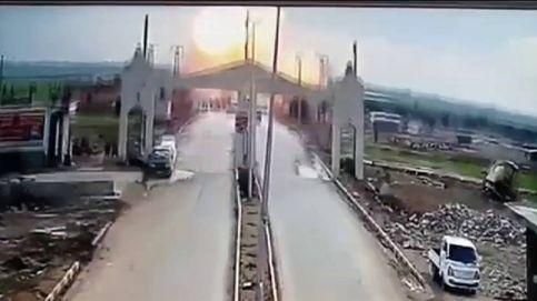 Impresionante explosión de un coche bomba captada por una cámara de seguridad