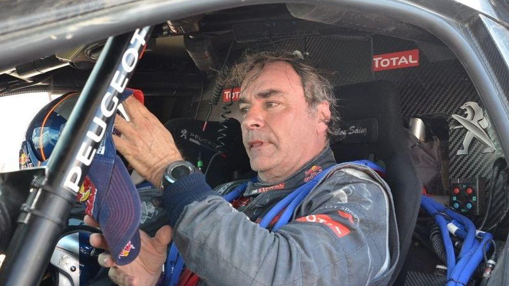 Foto: Carlos Sainz en el interior de su Peugeot 2008DKR.
