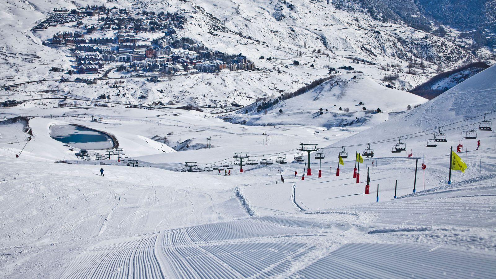 De baqueira a sierra nevada los hoteles m s baratos en for Jardin de nieve formigal
