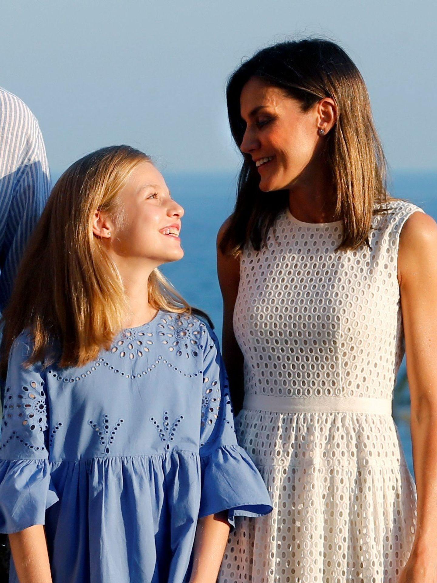 La princesa de Asturias y su madre, la reina Letizia, en el palacio de la Almudaina. (EFE)