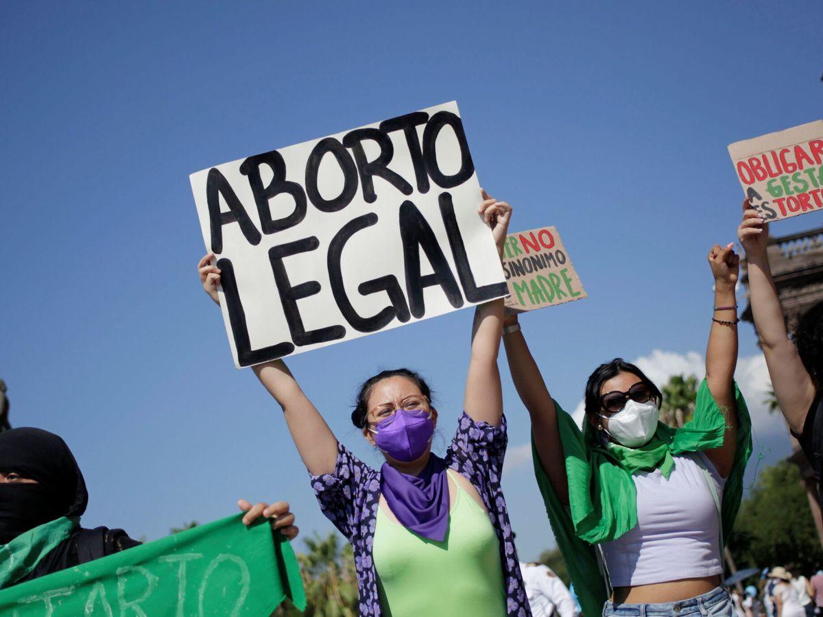 Foto: Activistas por los derechos de las mujeres durante una protesta en Monterrey, México. (Reuters)
