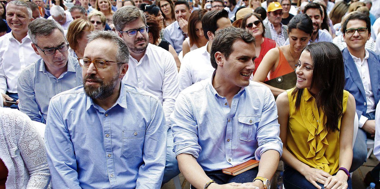 Juan Carlos Girauta, Albert Rivera e Inés Arrimadas, el pasado 11 de junio en Barcelona. (EFE)