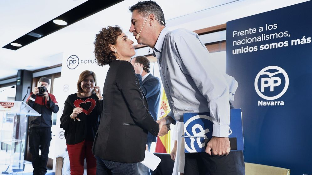 Foto: Dolors Montserrat saluda a García Albiol en una imagen de archivo. (EFE)