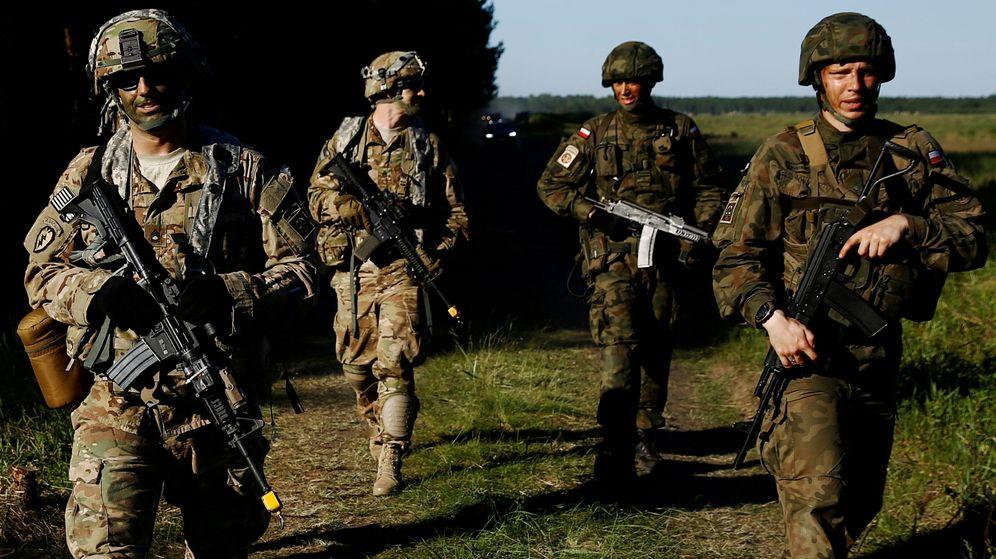 Foto: Soldados polacos y estadounidenses. (Reuters)