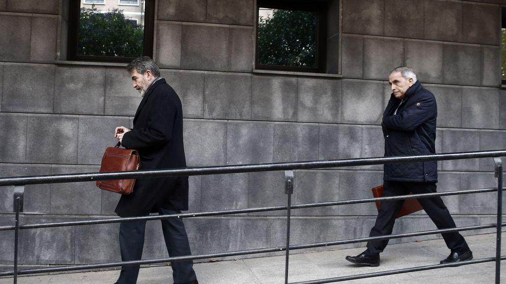 Foto: Carlos Bacaicoa y Miguel Ángel Morán, abogados de la víctima. (EFE)