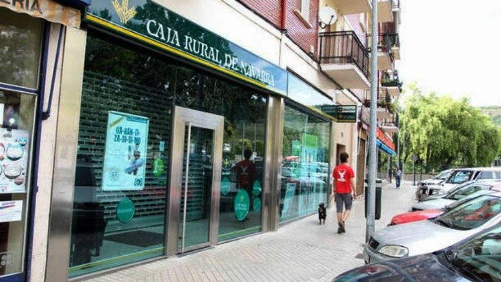 Foto: Una oficina de Caja Rural de Navarra. EFE