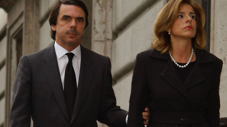 Aznar, junto a Botella, fue el primer presidente que se planteó no residir en Moncloa. (Getty)