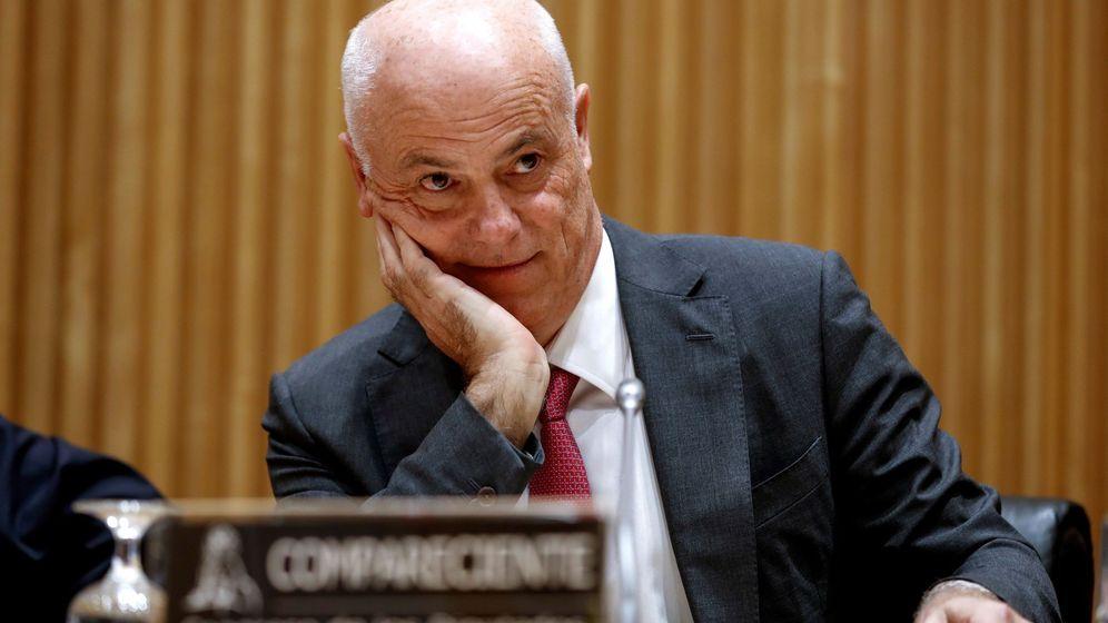 Foto: Campa, en la comisión de investigación de la crisis financiera del Congreso. (EFE)
