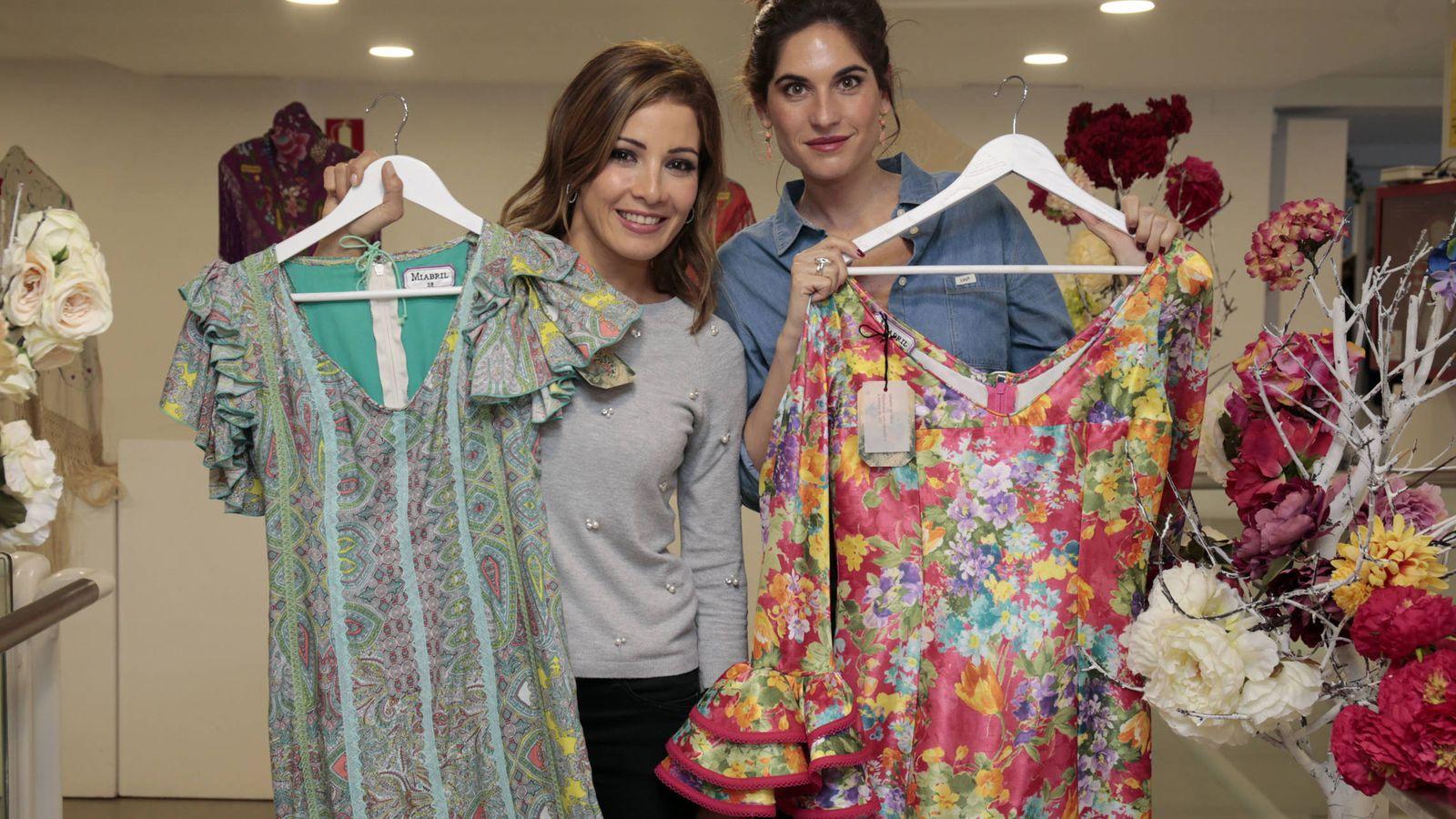Foto: Virginia Troconis y Lourdes Montes durante la presentación de la colección flamenca de Miabril. (Gtres)