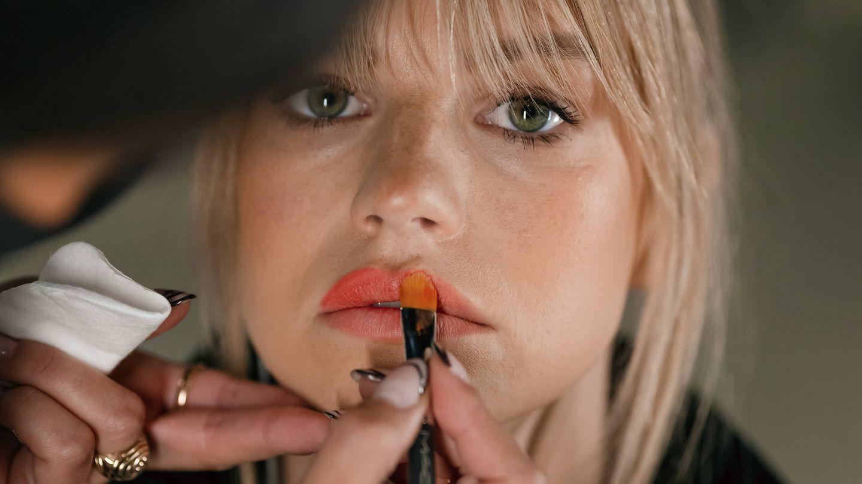 En tus fórmulas de maquillaje, busca el equilibrio entre calidad, estética y respeto por el entorno. (Imaxtree)