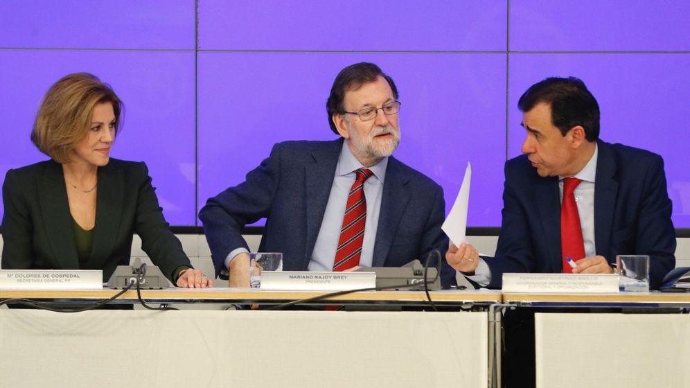 Foto: El presidente del PP, Mariano Rajoy (c), la secretaria general, María Dolores de Cospedal, y el coordinador general, Fernando Martínez-Maillo, durante una reunión del comité ejecutivo nacional del partido. (EFE)