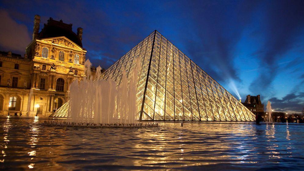 Foto: Pirámide del Louvre. (EFE)