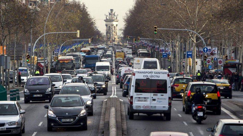Quien gane poco y necesite el coche contaminante podrá circular por Barcelona