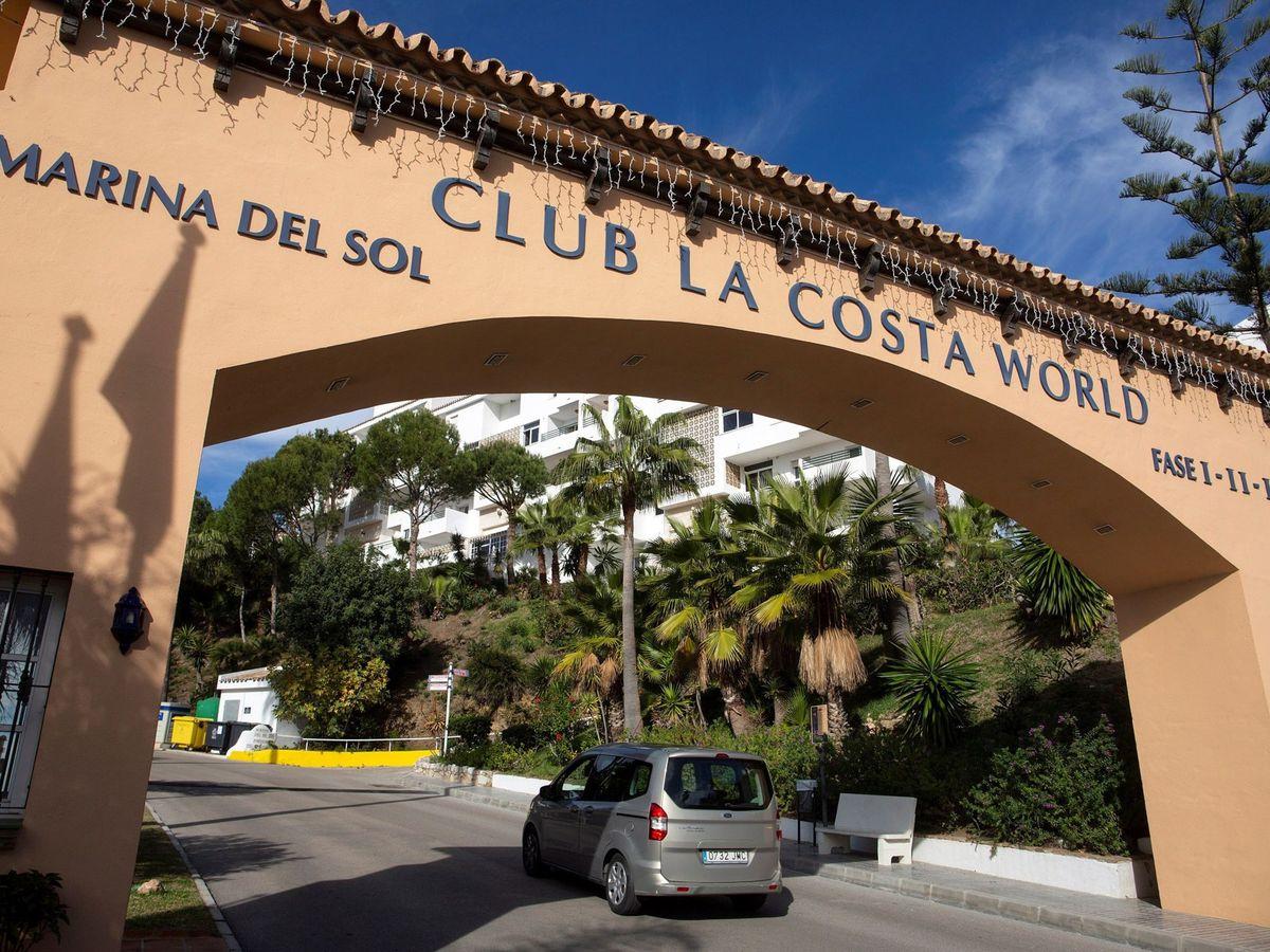 Foto: Vista de la entrada de la urbanización Club La Costa de Mijas, Málaga. (EFE)
