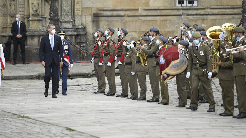 El rey pasando revista a las tropas. (Limited Pictures)