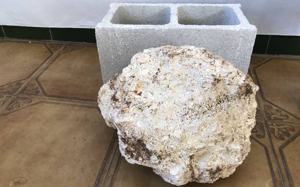 Foto: Una piedra similar a la que el pocero dijo haber puesto para tapar el agujero. (A. R.)