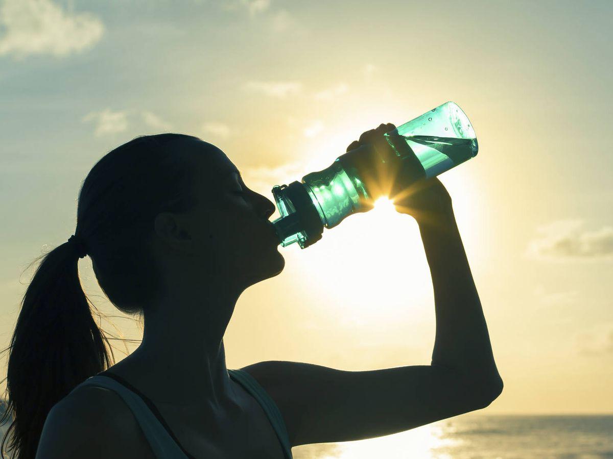 Foto: Beber agua para acelerar el metabolismo. (iStock)