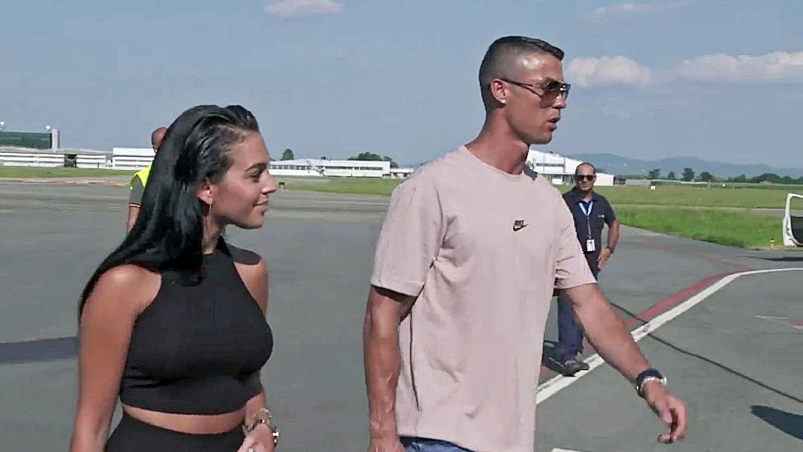 Foto: Cristiano Ronaldo y Georgina Rodríguez llegan a Turín. (EFE)