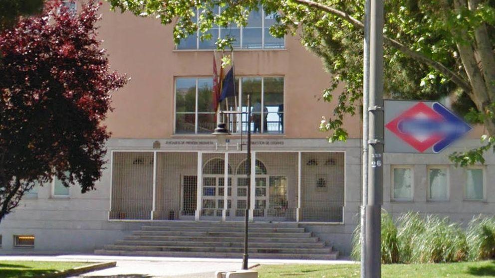 Un acusado por violencia de género se arroja al vacío en el juzgado y aplasta a un vigilante