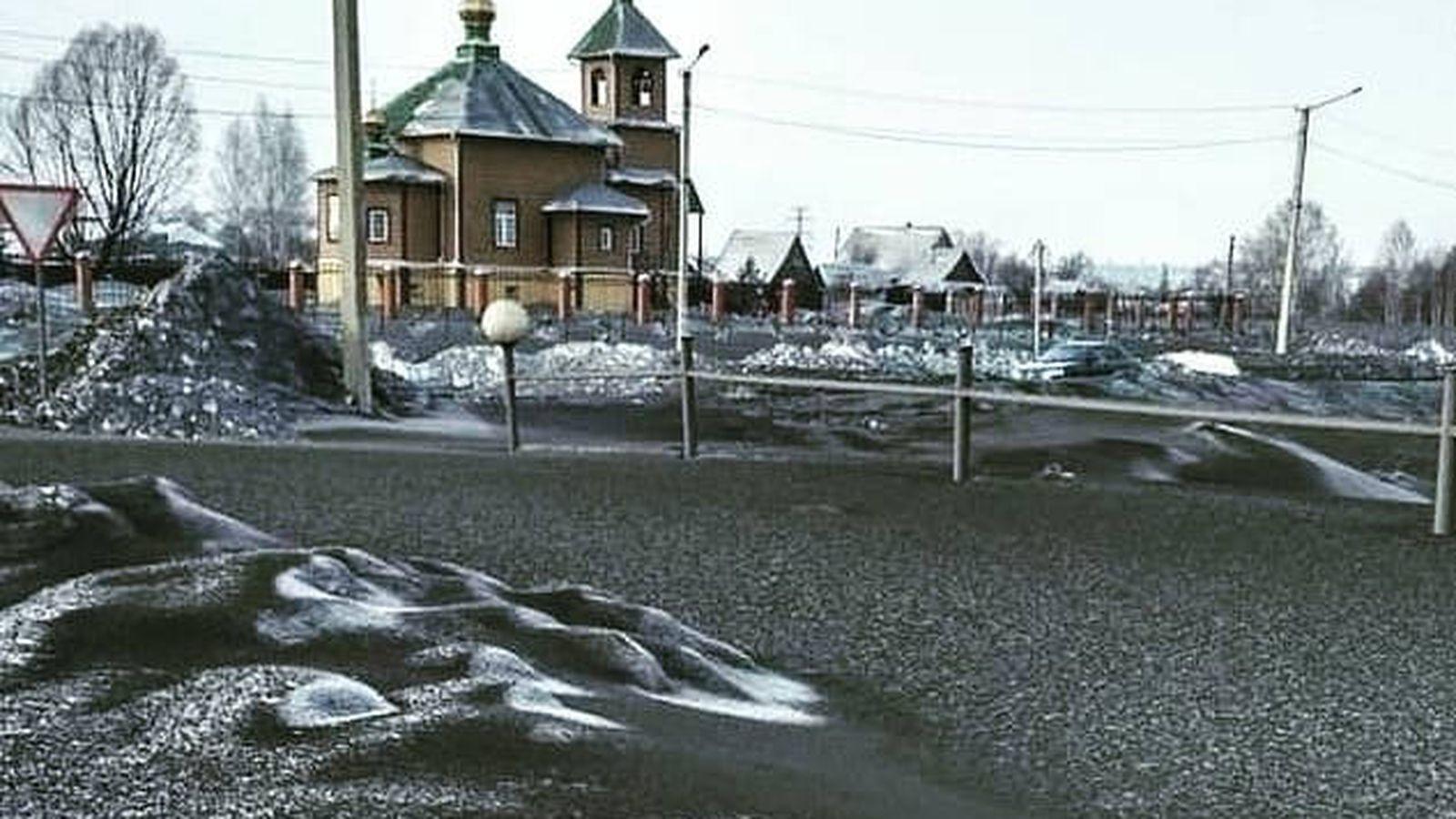 Foto: La nieve negra ha dejado parajes impresionantes en Siberia (Foto: Twitter)