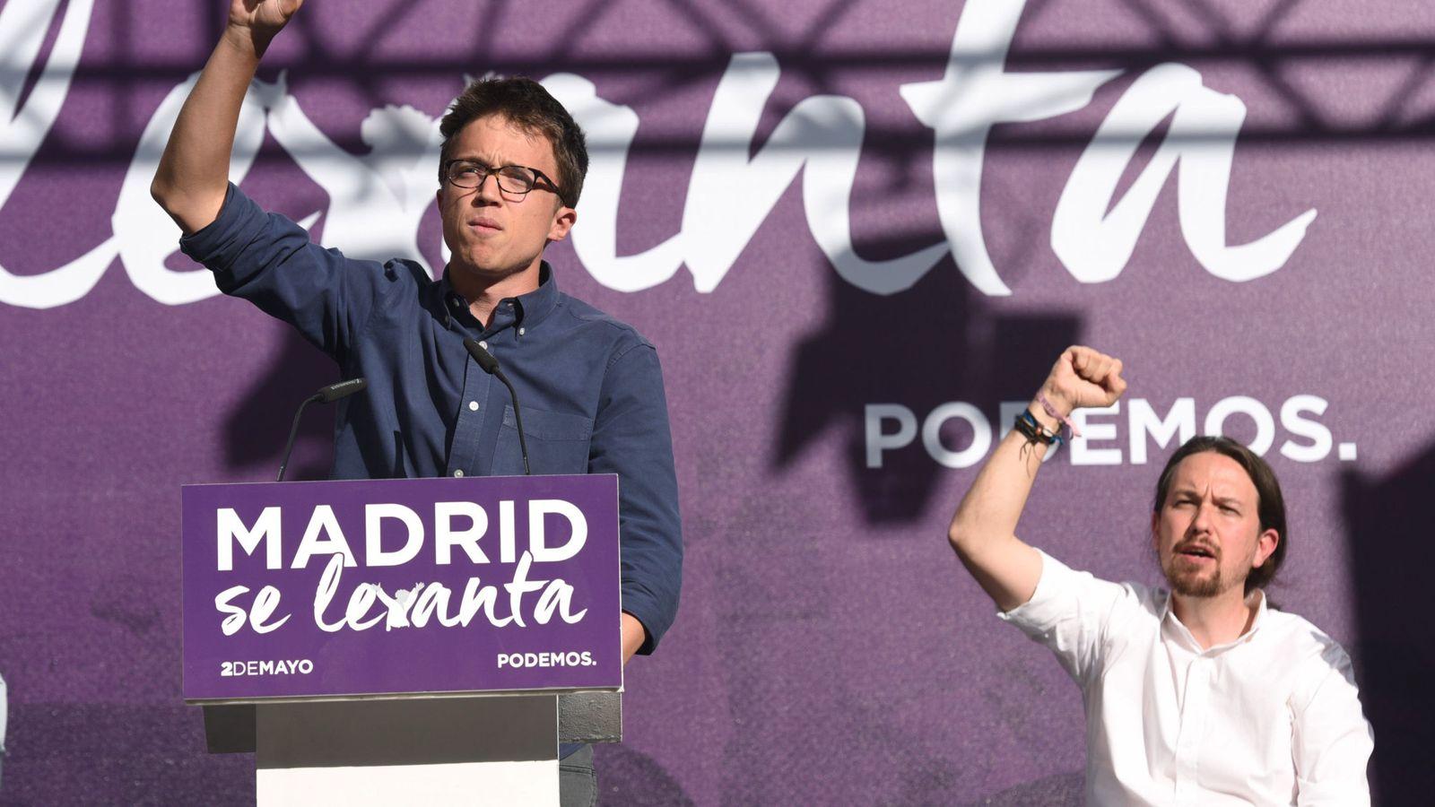 """Foto: Los dirigentes de Podemos Íñigo Errejón (i) y Pablo Iglesias (d), durante el acto """"Madrid se levanta"""", que organizó el partido con motivo de la celebración del 2 de mayo. (EFE)"""